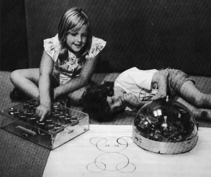 children_with_turtle_robot